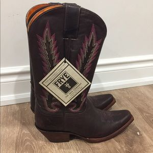 Like new with tag Frye Boots (size unknown)